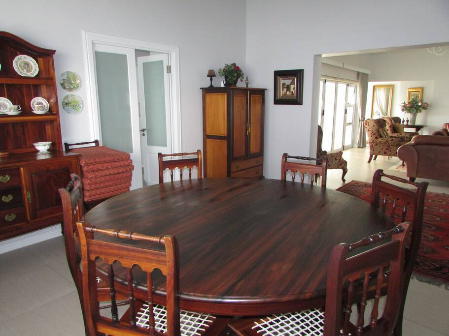 Dining room leads to lounge