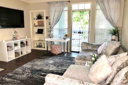 Cozy Modern Luxury One Bedroom Retreat in Atlanta