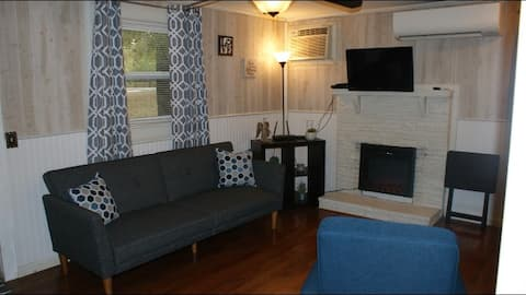 The Oak Side Cottage 1 Queen + Futon