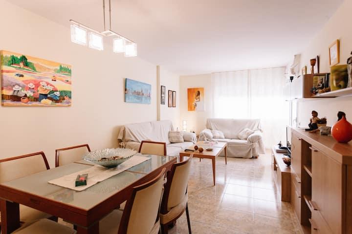 Apartamento en la Costa Brava. Parking incluido.