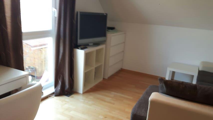 2 Einzelzimmer + Bad in Rethen, R10 - Laatzen - Huis