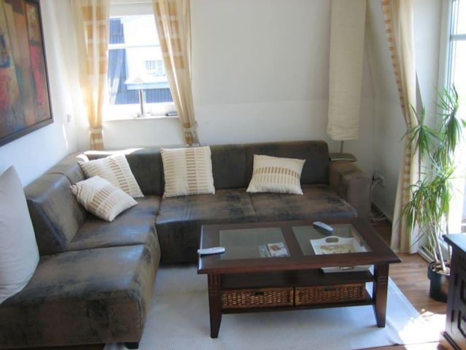 sch ne m blierte 3 zimmer wohnung in wolfsburg wohnungen zur miete in wolfsburg niedersachsen. Black Bedroom Furniture Sets. Home Design Ideas