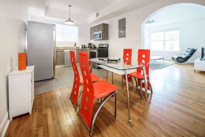 Ocean Side 2 Bedrooms apartment in Miami Beach #D
