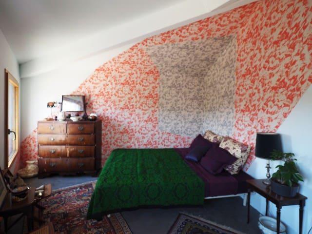 """Chambre à la """"Micro-bastide """" moderne"""