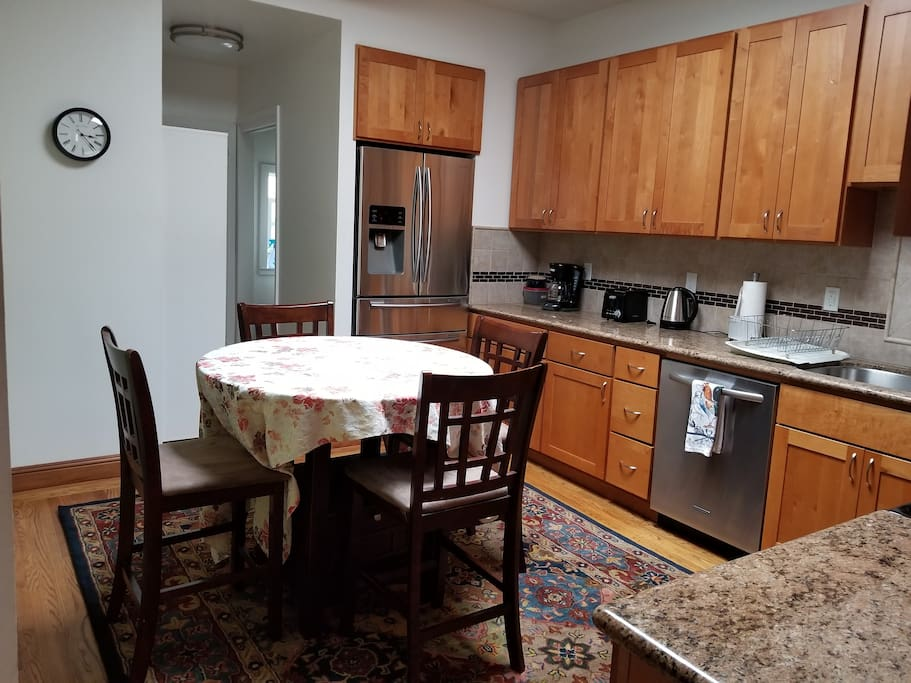 Fully equipped, sunny kitchen - stainless steel appliances, granite counter tops