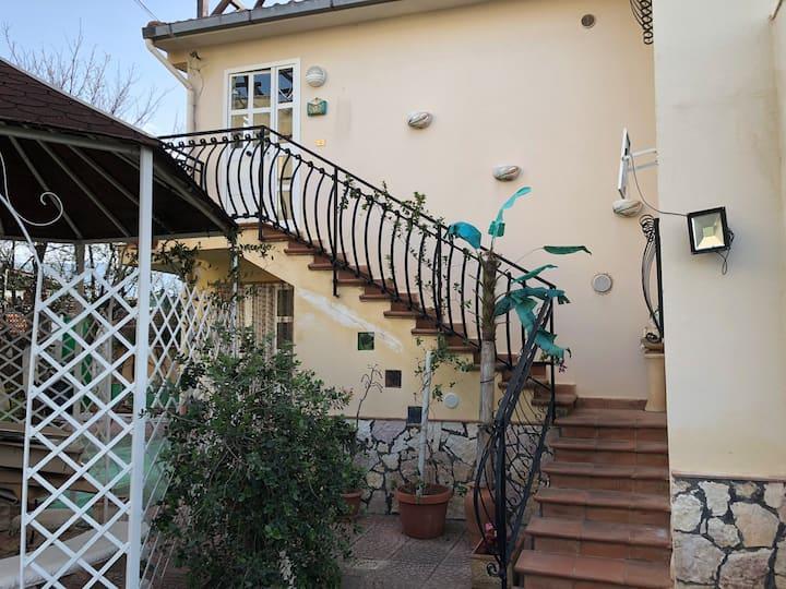 Bellissimo appartamento in villa con giardino
