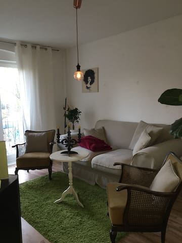 Cosy, awesome room ,CENTRAL near Ringbahn - Berlin - House