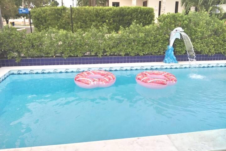 suíte excelente localização , com  piscina, wifi.