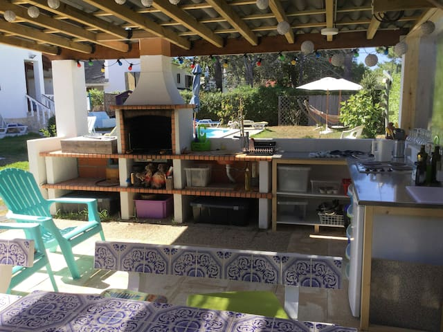 Outdoor Kitchen / Dining area for guest use (including BBQ, Fridge, Cooker)