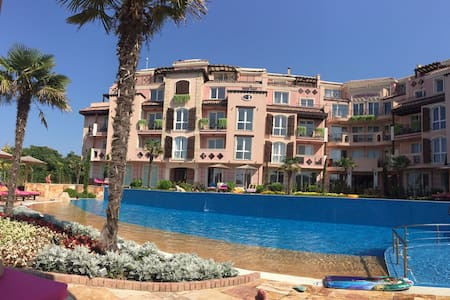 2 bedroom holiday apartment with sea sunrise view