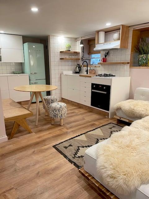 Cute apartment with parking, 1 min walk to beach