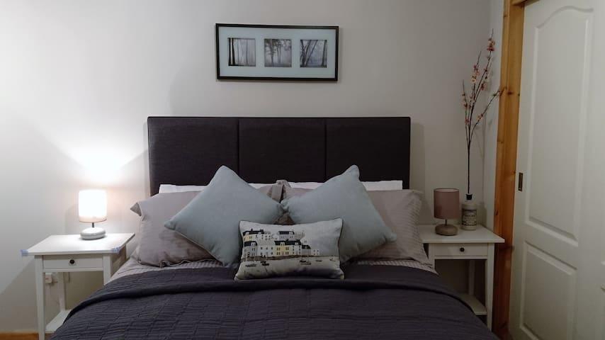 King size room, large shower en-suite - Skeabost Bridge - Bed & Breakfast