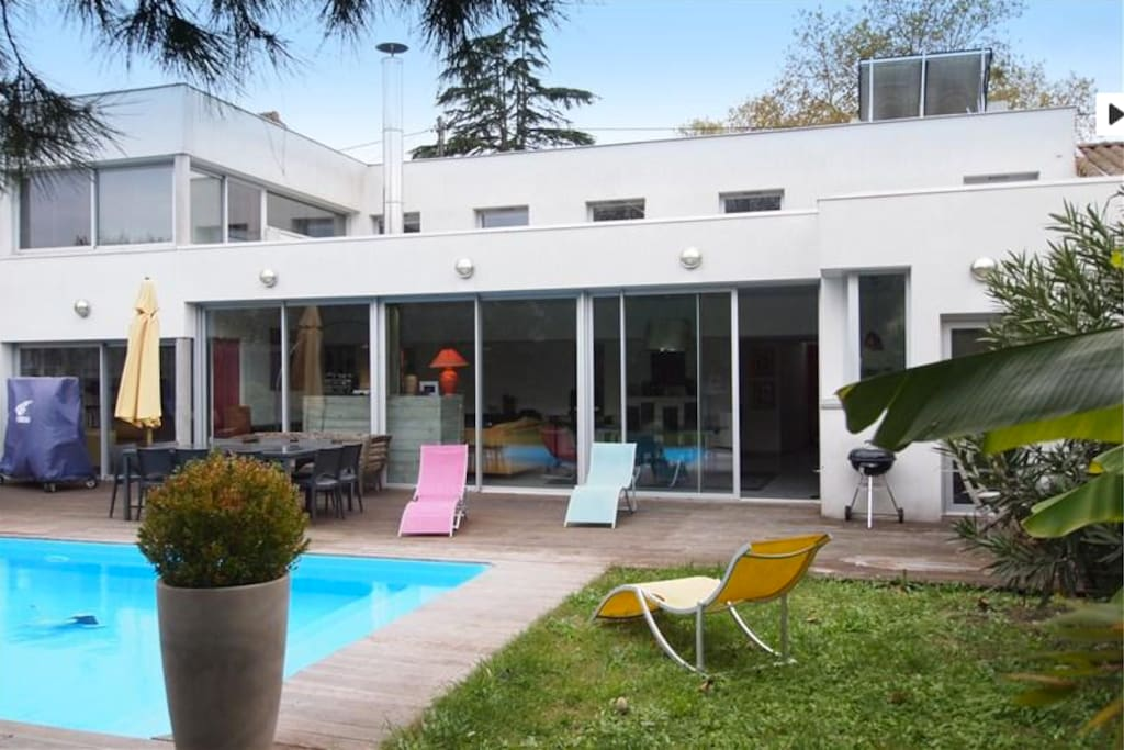 maison d 39 architecte familiale calme bordeaux townhouses for rent in bordeaux aquitaine. Black Bedroom Furniture Sets. Home Design Ideas