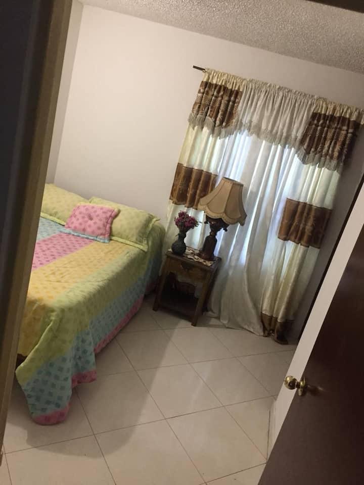 Alquiler de amplia e iluminada habitación