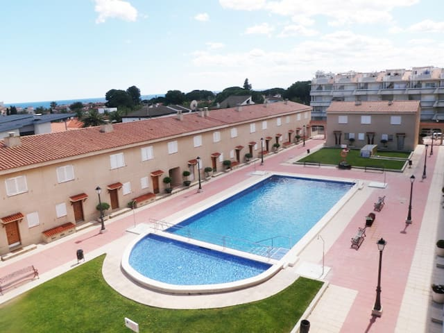 Cosy townhouse  in a quiet residential area - Cambrils - Haus