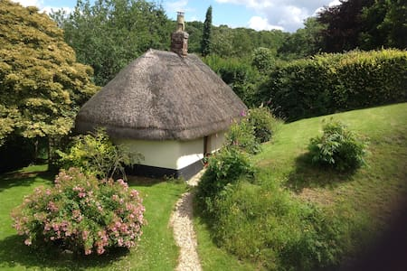 Relax in the New Forest in a 16th century Cottage