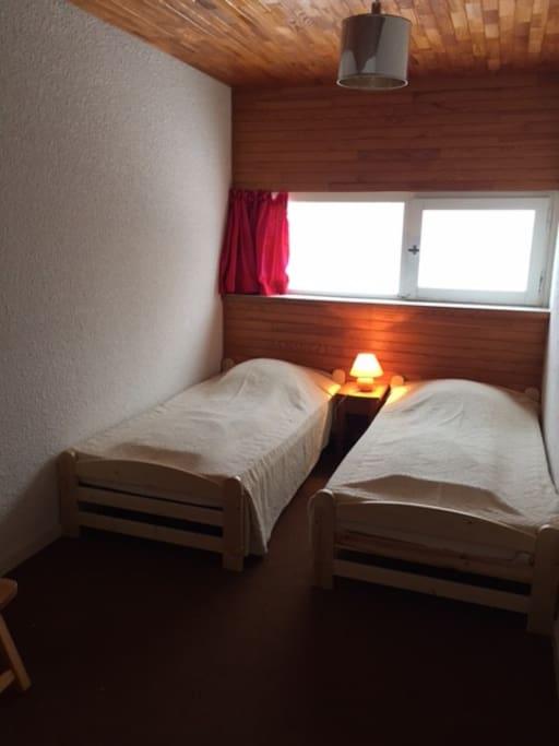 chambre N°2 :  2 lits x 90 cm commode