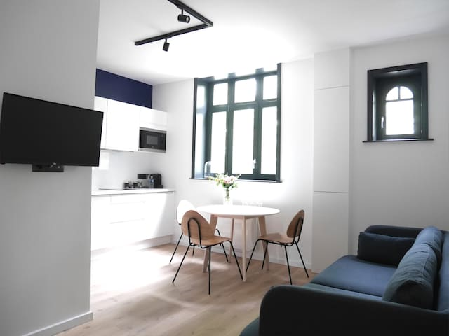 Le Colysée - renovated 2 bed. apartment