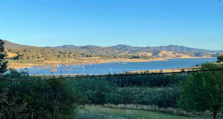 Relax in the spa with views opposite Lake Eildon