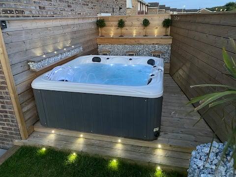 Newly refurbished modern home with hot tub