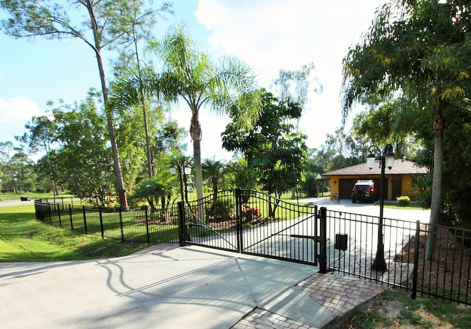 ULTRA-PRIVATE VACATION COMPOUND - Fort Myers - 獨棟