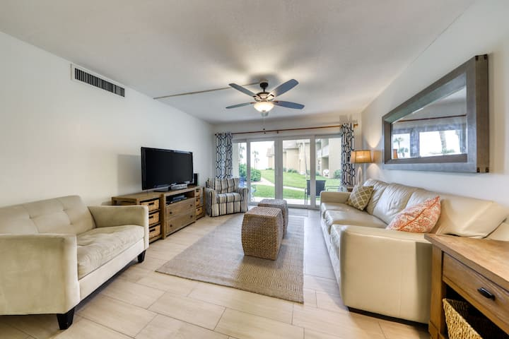 Beachfront ground-floor condo w/ private beach access & shared pool/tennis