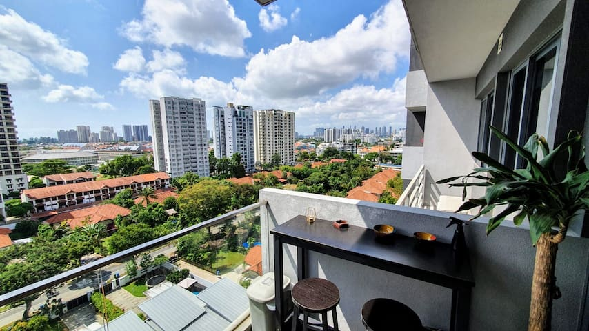 Private room for 1 in high-floor condominium