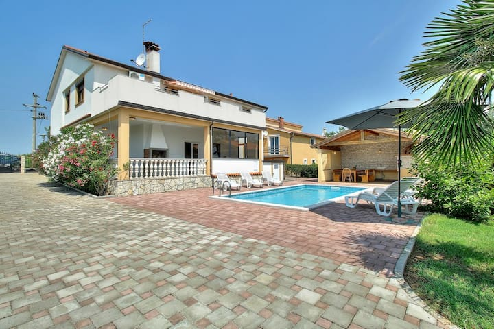 Perfect holiday home with pool :) - Vižinada - House