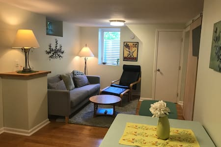 Private apartment in Mpls home near airport & MOA