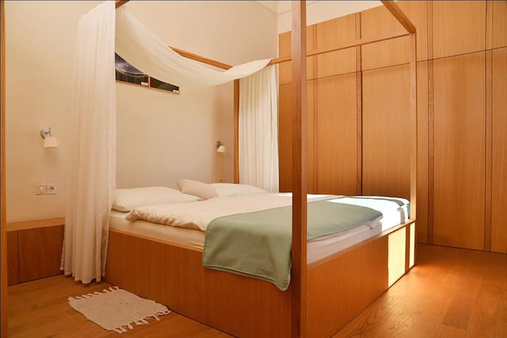 There are four modern equipped rooms, two with double bed and two with double bed and an extra bed in the anteroom.