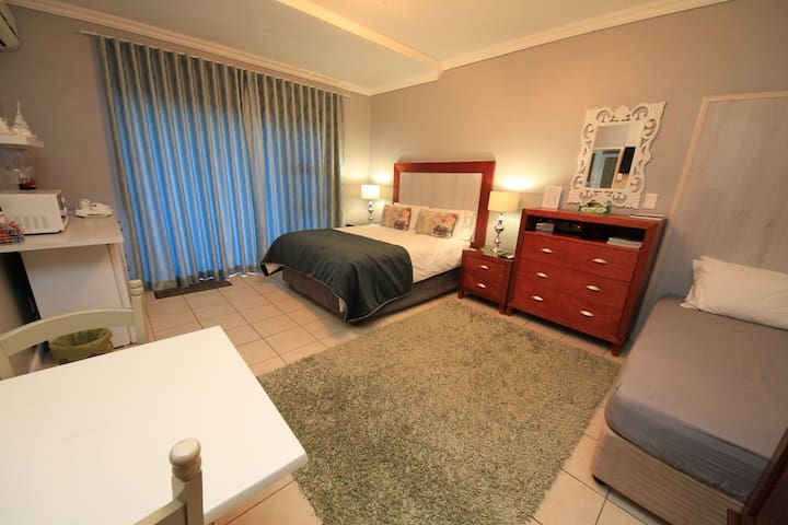 Guest House - Bay View Somerset West - Room 4