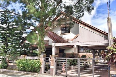 Royale Tagaytay House - Alfonso - Hus