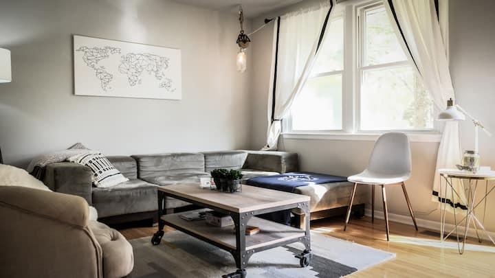 The Traveler's Bungalow: Cozy, Convenient, 3 bed.