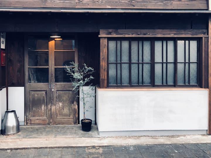 GuestHouse426。 熊本駅近徒歩約10分。除菌清掃済。 無料パーキング(1台)