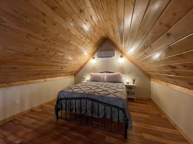 Upstairs loft bedroom.