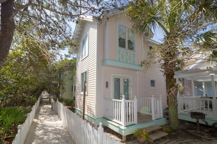 Paradise30A~Waves! Adorable Seaside Carriage House, Pet Friendly!