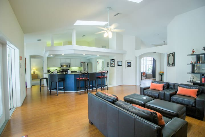 *NO GUEST SERVICE FEE* Spacious modern pool home, Family & Golf trips - 4727