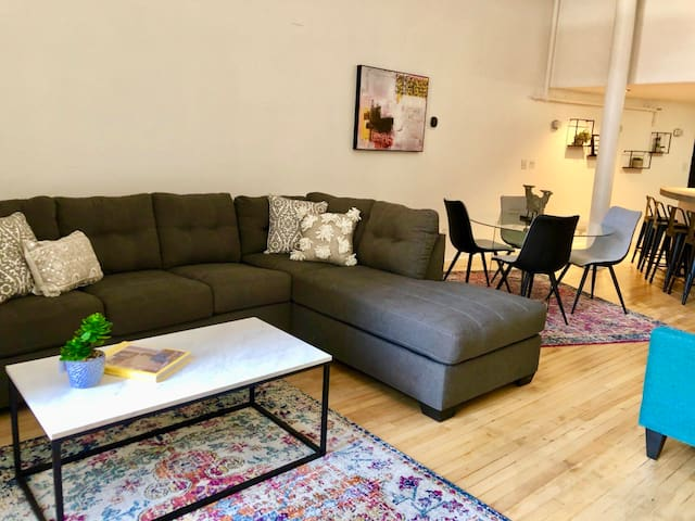 Beautiful Luxe Loft Downtown - Quiet and Modern