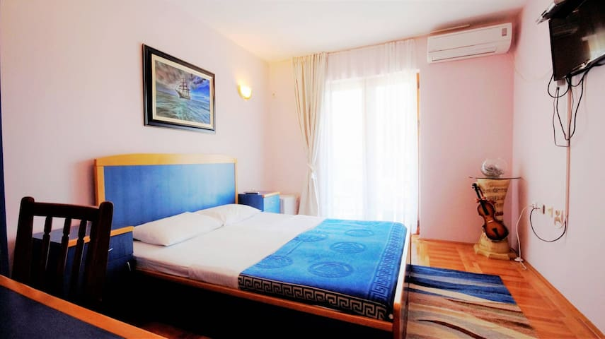 Double room in city center - city view (1544)