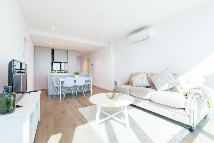 Central Melbourne 2 Bedroom Luxury@Victoria One