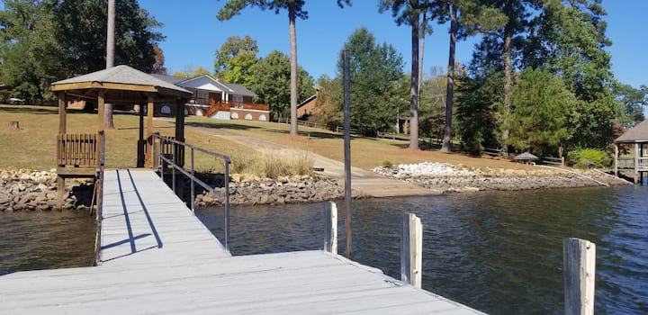 Lake Living at its Best!