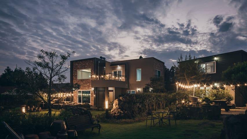 제주의 멋이 느껴지는 곳에서 가족과 함께하는 공간, 45평 바베큐
