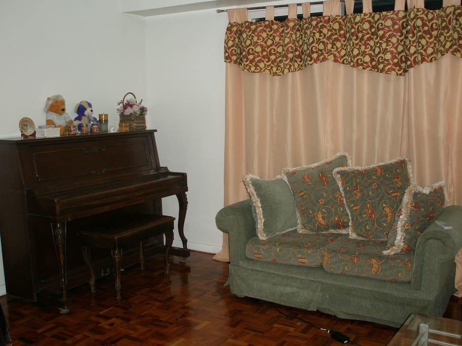 Piano, Love seat, Sofa