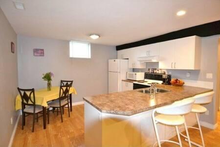 Lovely and Comfy basement suite - Red Deer - Dům