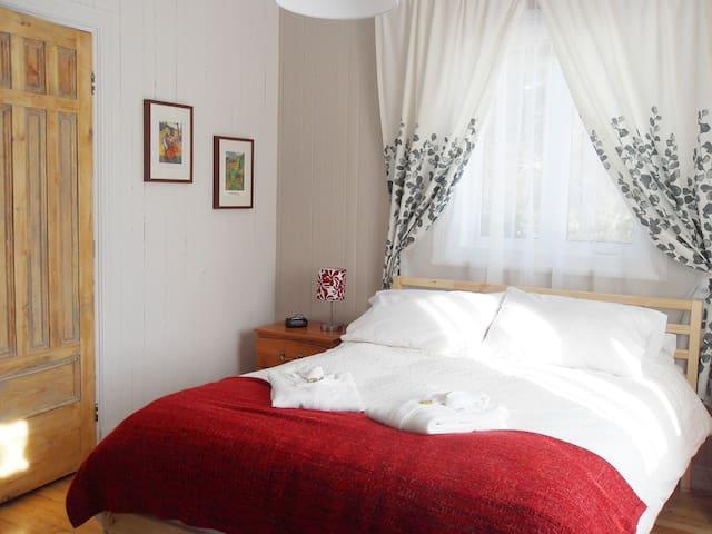 Gîte La Chambre des Maîtres, chambre Gauguin - Baie-Saint-Paul - Bed & Breakfast