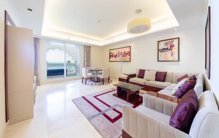 Charming Apt with Arabesque Sea View on the Palm