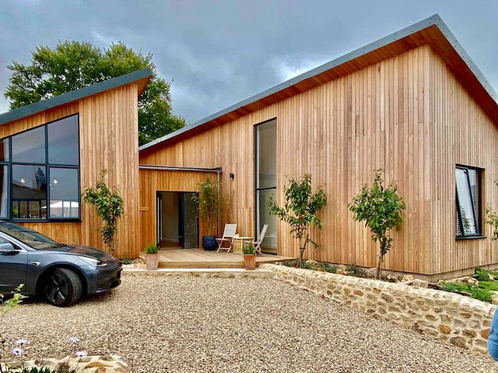 New! Grand Design, 3-bed Larch House walk to beach