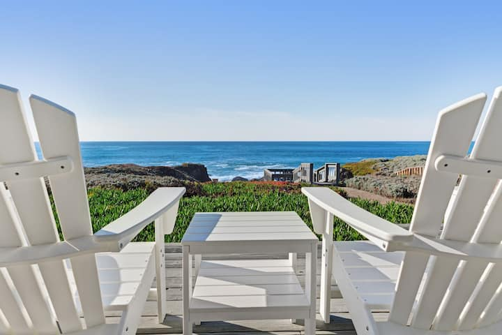 Large waterfront home w/ furnished deck & private cove - Amazing panoramic views