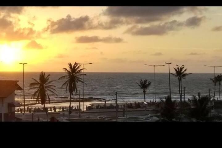 Flat mobiliado localizado ha 60 metros da praia