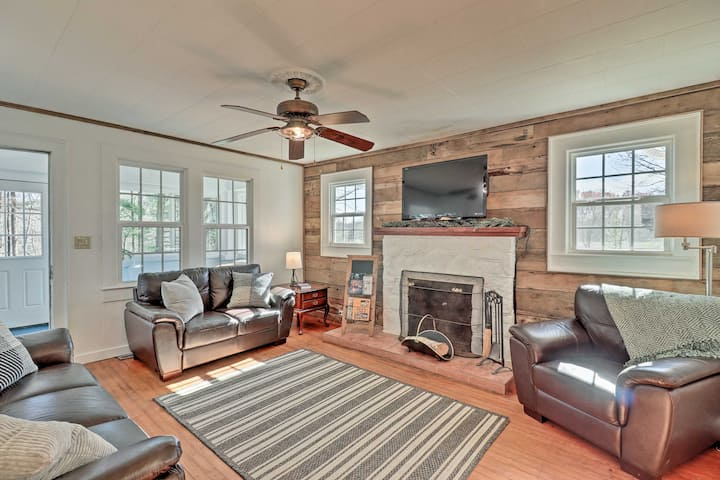 NEW! Flat Rock Home by Main St, 7 Mi to The Gorge!